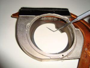 чистка решетки системы охлаждения ноутбука Samsung R560 от пыли